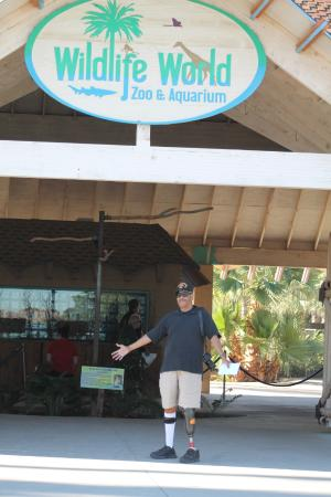 Litchfield Park, AZ: My husband at the entrance to Wildlife World Zoo
