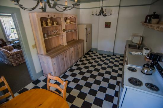 Coupeville, WA: Unit 8 Kitchen