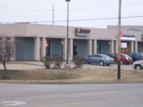 Street view of El Tapatio Mexican Restaurant in Cape Girardeau, MO