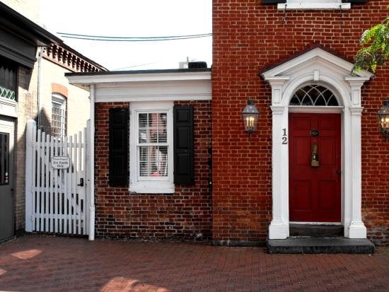 Quality Inn Gettysburg Battlefield: Walk to downtown round-about