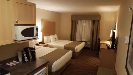 Pomeroy Inn & Suites Vegreville: Room 422