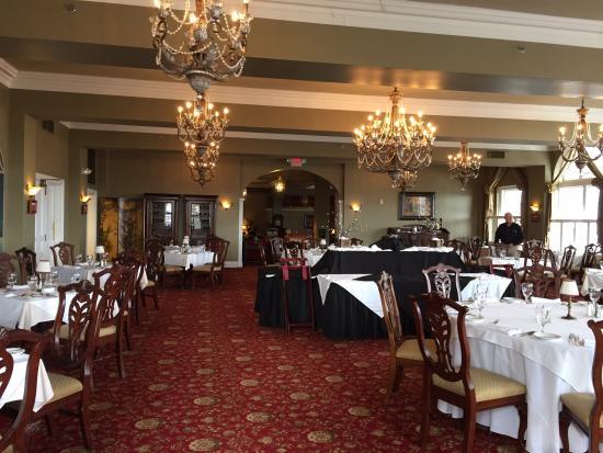 The Mimslyn Inn: Formal dining room