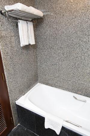 bathtub towels picture of majestic suites bangkok tripadvisor rh tripadvisor ie