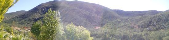 Casa Encinares Bed and Breakfast: Una de las vistas desde la parte alta de Casa Encinares.