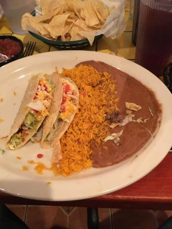 Bossier City, LA: Great food and great service. The queso dip is awesome and the fresh tortillas are a hit. If you