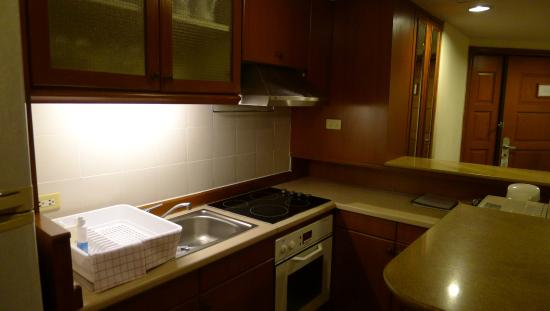 Bliston Suwan Park View: fully equipped kitchen