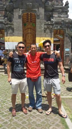 Jimbaran, Indonesia: With stephen wu and his friend at water fall and hulundanu beratan temple