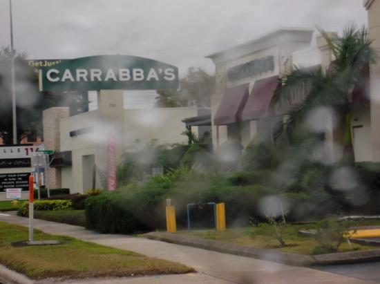 Carrabba's Italian Grill: Yes it rains in Florida.