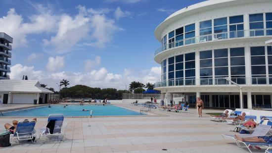 North Miami Beach, FL: esta es la pileta y cerca esta el mar