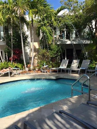 Santa Maria Suites: Poolside
