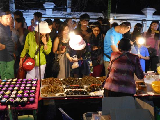 Provincia di Chiang Mai, Thailandia: Choose your bugs to eat., candles on the left table.