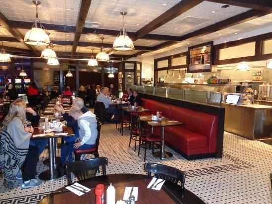 Carnegie Deli at the Mirage : Dining area