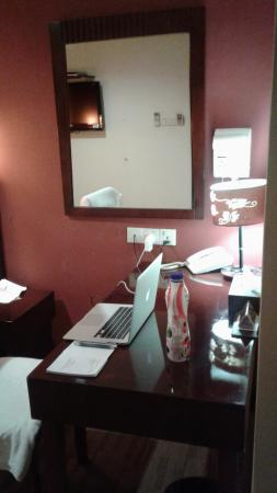 Grand Hallmark Hotel: A nice corner to do my own work ;-) simply cosy