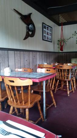 Grimsby, Canada: table seating