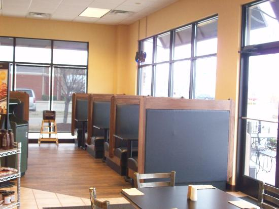 Cape Girardeau, MO: Plenty of indoor/outdoor seating, plus a convenient drive thru.