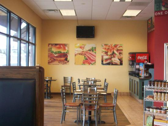 Cape Girardeau, MO: Ample seating in this neat little deli. It's near the shopping mall.