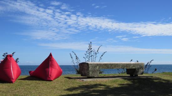 New Plymouth, Nueva Zelanda: Great coffee, Paris Plage, sit and watch the ocean on the walkway