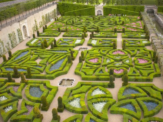 Вилландри, Франция: love garden
