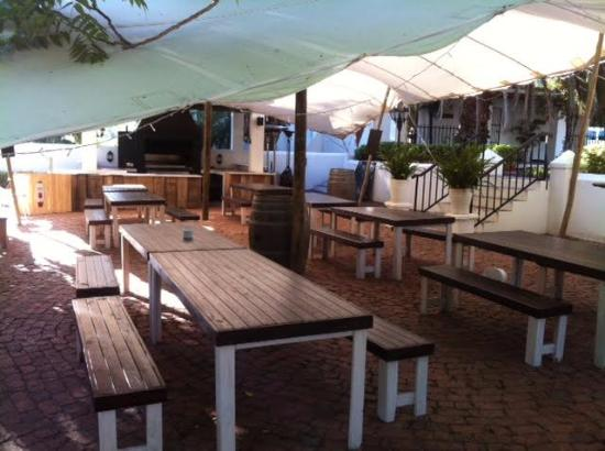 Ordinaire Poplars Restaurant: Backyard Area @ Poplars