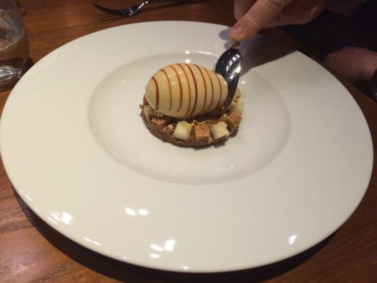 Dinner by Heston Blumenthal: Brown Bread ice cream ( this was devine!)