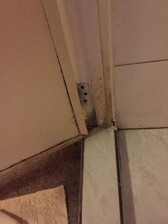 Guesthouse Albergo Alberga: Vies sanitair