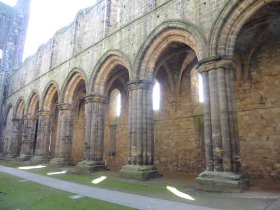Kirkstall Abbey: Beautiful columns