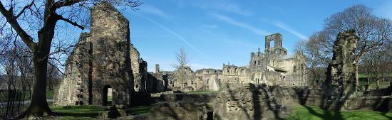 Kirkstall Abbey: covers such a big area....lovely just wandering around.