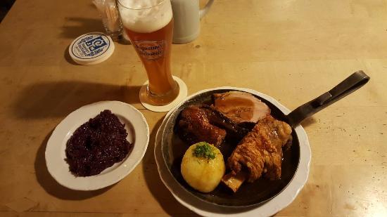 Augustiner Braustuben: Very filling hearty food for 10 euros!