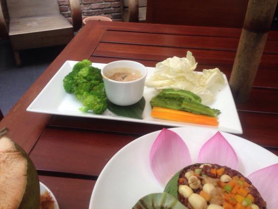 Hum Vegetarian Cafe Restaurant
