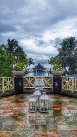 Heritage Le Telfair Golf & Spa Resort: 1st Day Rainy and overcast but got warm and sunny