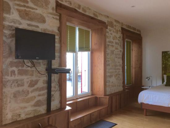 chambre au 1er tage avec grande terrasse photo de petit hotel de chaumont chaumont de pury. Black Bedroom Furniture Sets. Home Design Ideas