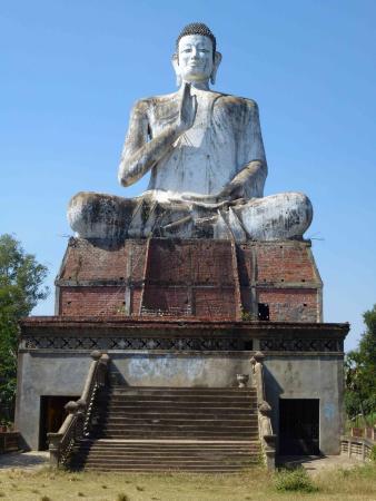 Ek Phnom: Unfinished Buddha statue