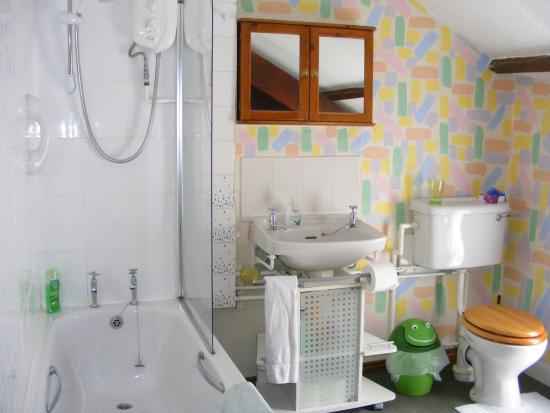 Harbour View Guest House: Top Flat bathroom