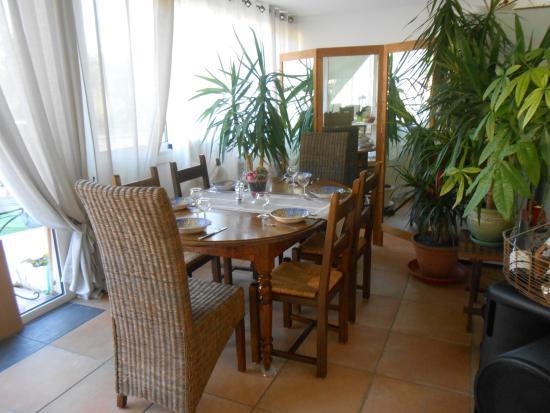 Riviere-sur-Tarn, Frankrijk: Une salle intime dans la véranda
