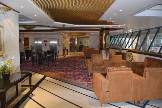 Admiral Plaza Hotel: Upper lobby