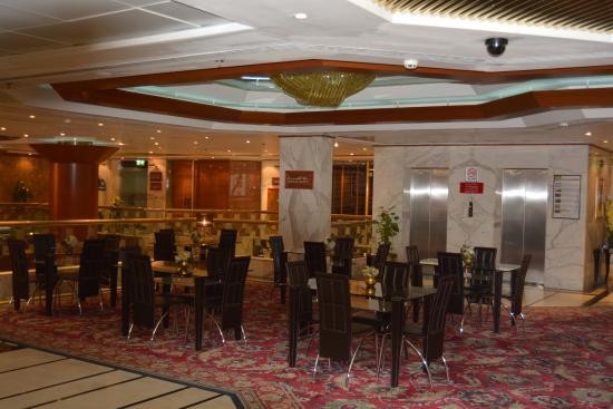 โรงแรมแอดมิรัล พลาซา: Upper dining lobby