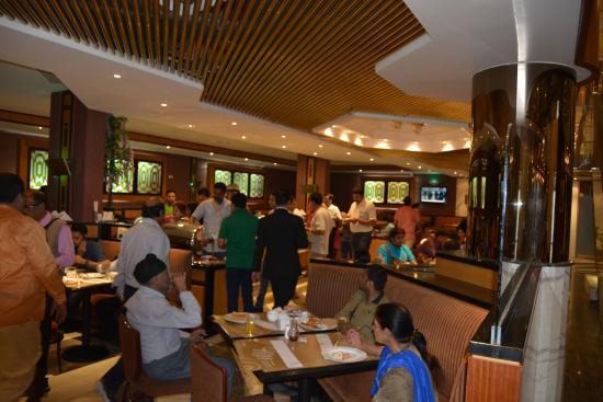 โรงแรมแอดมิรัล พลาซา: Back side breakfast area