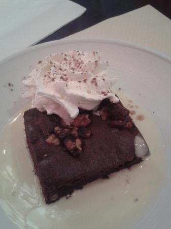 Moutiers, Francia: Un super restaurant les most ne nous aide pas mais les photos si :) voici un petit brownie :D