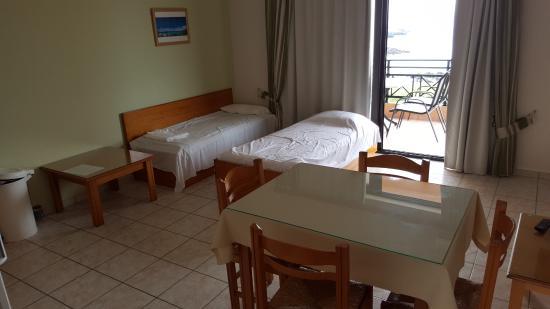 soggiorno con angolo cottura e due divani letto - picture of ... - Foto Soggiorno Con Angolo Cottura