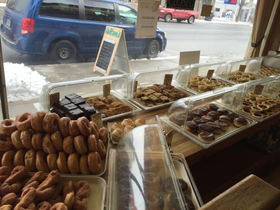Holtom's Bakery: Doughnuts!
