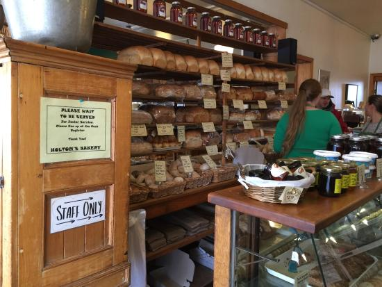 Holtom's Bakery: Breads, wonderful Breads!