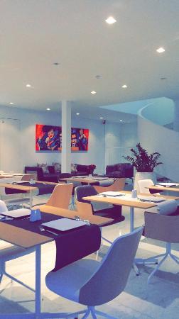 Turnhout, Belgia: lounge en ontbijtruimte