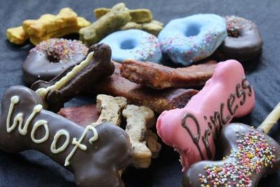 Belmont, Australien: Gourmet Dog Treats - hand made on the premises. Over 30 different flavours...Dogs are WELCOME