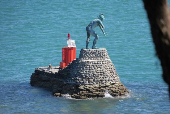 Mount Maunganui, Nova Zelândia: Statue in water