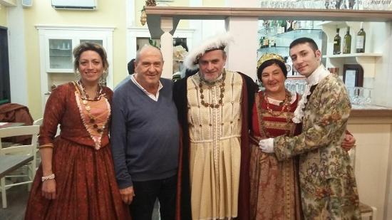 Tolentino, Italia: enrico VIII e la corte
