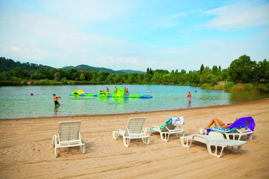 Кадене, Франция: La plage aménagée de notre lac (dans le camping)