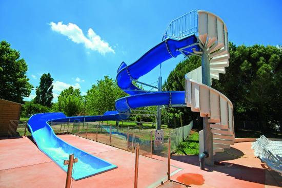 Кадене, Франция: Notre espace piscine avec pataugeoire, toboggan et solarium
