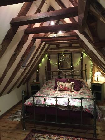 Biddenden, UK: The attic bedroom - stunning! And very romantic!