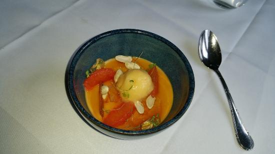 Bradford-on-Avon, UK: Panna Cotta with orange icecream