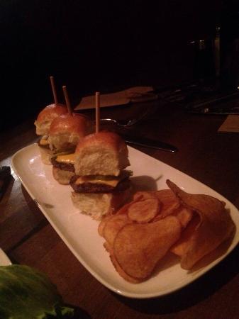 Coquitlam, Canadá: The mini pork burger sliders
